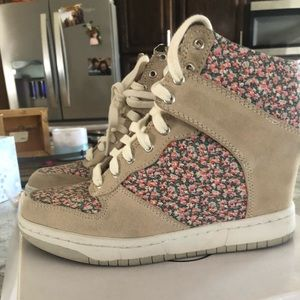Steve Madden Wedged Sneakers